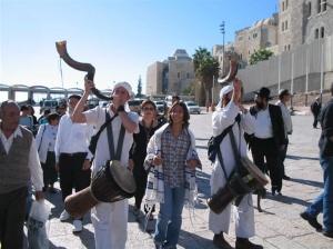 bat mitavah homens toando shofar e pra