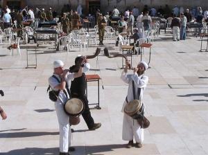 bat mitavah homens toando shofar